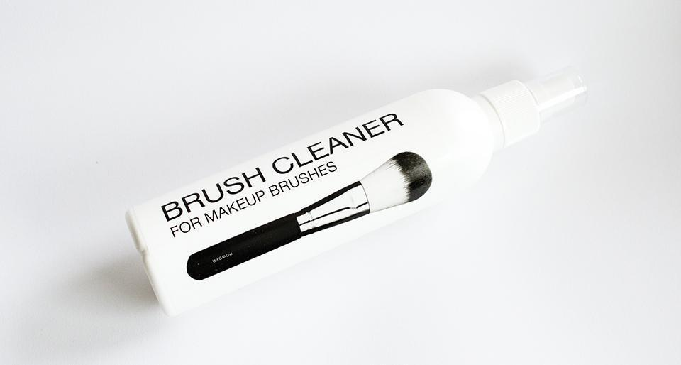 esaf_kicks_brush_cleaner_2